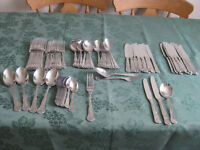 Cutlery set - 12 place settings - Vintage Kings design
