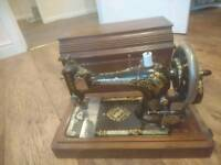 Singer sewing machine 15 047 260 hand wind in nice condition