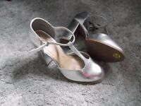 NEW Ladies Silver Shoes Size 5 wide fit. Ideal for wedding or prom