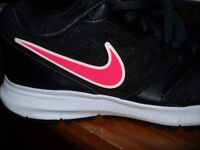 NIKE DOWNSHIFTER LADIES TRAINERS UK SIZE 5 (BRAND NEW / NEVER WORN)