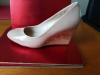 Pair of Dorothy Perkins ladies shoes in Size 7 - nude colour