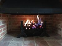 Free-standing gas fire