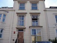 STUDENT LET - 3 Bedroom / Study Room Ground Floor Flat Cotham Bristol BS6 5RR