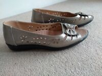 Ladies leather shoes, size 7
