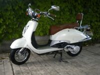 125cc Scooter-learner legal-twist and go-immaculate-low mileage £1195