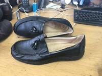 Ladies size 5 leather shoe by Earth Spirit