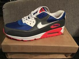 NEW NIKE AIR MAX - UK 9