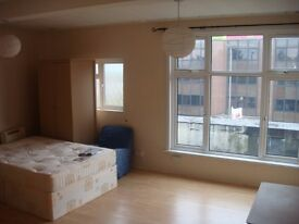 Beautiful Spacious 5 Bedroom Flat on Balham High Road (near the Tube / Train Station) – Furnished.