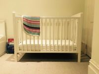 Cot (Mamas and Papas) in very good condition.