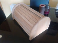 Roll-Top Wooden Bread Bin, 40 x 28 x 18 cm (15.5 x 11 x 7 inches)
