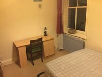 DOUBLE ROOM.EALING BROADWAY STATION ONLY 5-7min walk!