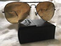 Ray-Ban GENUINE aviator polarised sunglasses. Like new. With case. Gradient lens. Stylish.