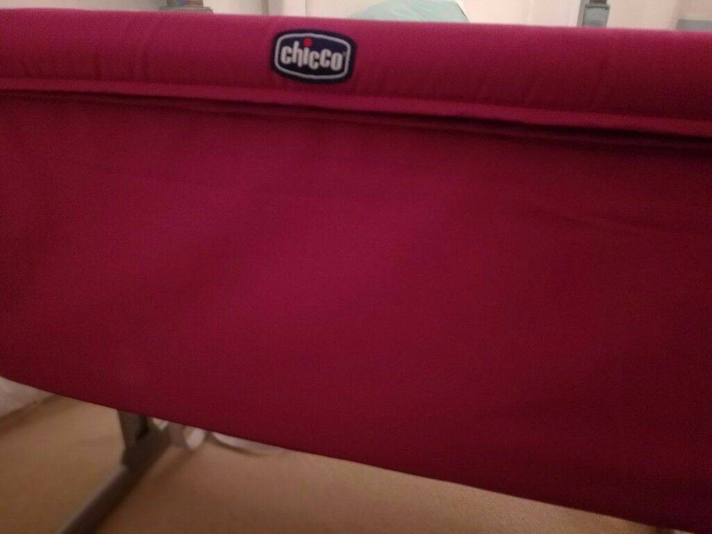 Boxed Chicco next to me crib (fuchsia) +2 fitted sheets