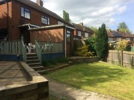 3 rooms to rent in a semi detached house. Large living room, kitchen n garden available.