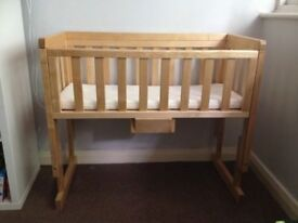 Cot/crib for co-sleeping use