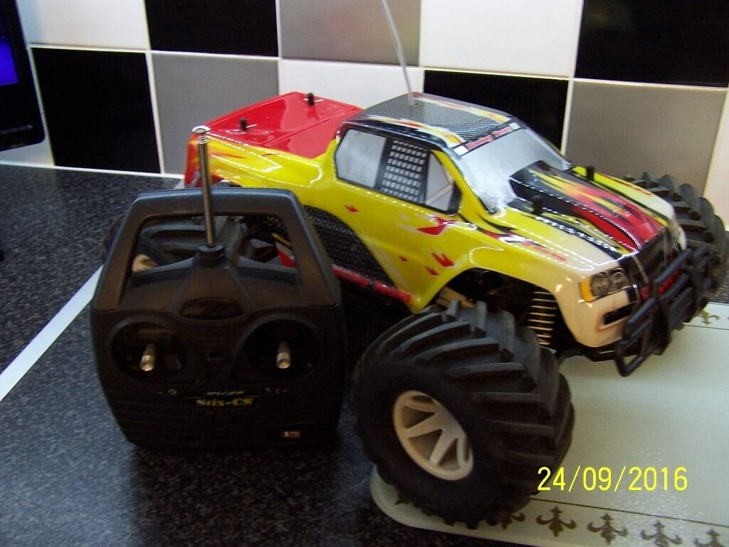 4WD RC MONSTER TRUCKin Sheffield, South YorkshireGumtree - COLLECTION ONLY .AD WILL BE REMOVED WHEN SOLD CRAP OFFERS WILL BE IGNORED FS RACING RC AWD 1/10 MONSTER TRUCK BRUSHED SHAFT DRIVEN 4WD SYSTEM COUPLE OF SCRAPES ON BODY SHELL AS EXPECTED VERY GOOD CLEAN CONDITION ALL THATS NEEDED IS YOUR OWN BATTERY...