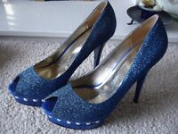 Ladies Size 7 Metallic Blue shoes
