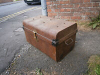VINTAGERETRO KITSCH METAL TRUNK TRAVAL TRUNK CASE LUGGAGE