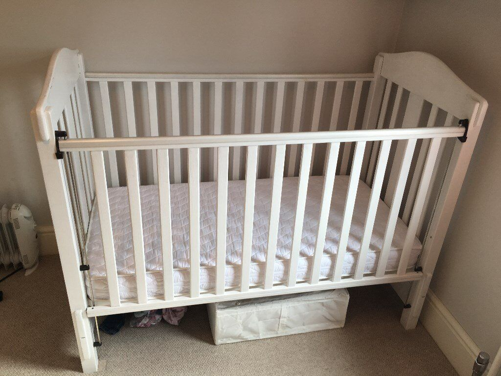 Mamas Amp Papas Cot Bed White Painted Finish Immaculate Mattress In West Bridgford Nottinghamshire Gumtree