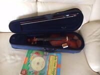 violin 1/2, primavera 90, comes with starter book and cd. Violin is very good condition