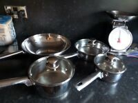 Set of cooking pots