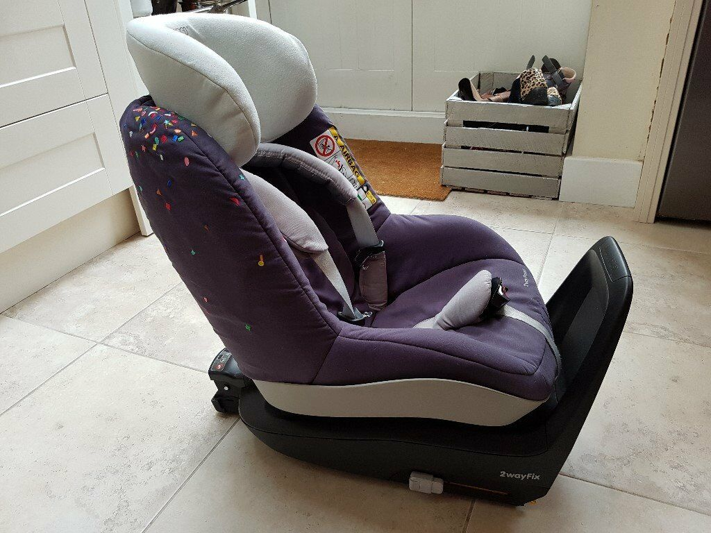 rearward facing or front facing maxi cosi 2way pearl car seat 2way fix isofix base in. Black Bedroom Furniture Sets. Home Design Ideas
