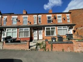 **TWO BEDROOM HOUSE TO LET*GROVE ROAD*EXCELLENT LOCATION**PERFECT FOR A SMALL FAMILY**MODERNISED**