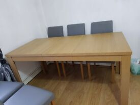 Oak Extendable 6-8 Seater Dining Table with 6 Chairs included