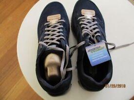 Mens Skecher tainer shoe. Size11 New never been worn.
