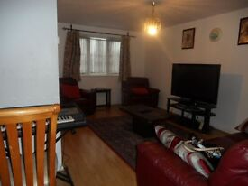 Lovely FOUR Bedroom Semi-Detached House in Dagenham RM10, Essex