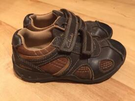 Clarke's toddler boys light up shoes. Size 8 1/2G