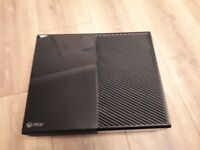 Xbox one 500gb with 4 games and wireless controller