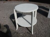 LOVELY VINTAGE RATAN OCCASIONAL TABLE CHABBY CHIC 22 INCHES DIAMETER