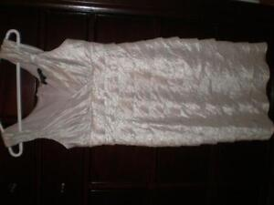 White fancy dress for woman (small size), Robe pour femme West Island Greater Montréal image 3