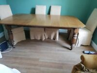 A very attractive and versatile Victorian oak dining table in excellent condition.
