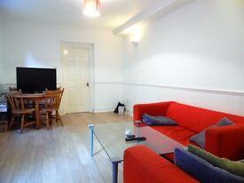 FANTASTIC 4 BEDROOM 2 BATHROOMS PRIVATE PATIO IN GARRATT LANE EARLSFIELD