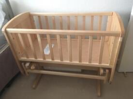 Gliding crib with mattress