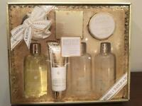 Baylis & Harding Christmas Gift Set (7 items) in sweet mandarin and grapefruit scent