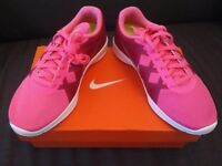 NEW IN BOX: Nike Lunar Lux TR girls kids pink trainers / gym PE running shoes - Size 4