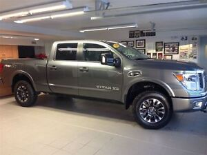 2016 Nissan Titan XD PRO-4X/LEATHER/NAVI/ONLY 3400KMS!!!