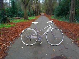 Beautiful and elegant vintage ladies bike. EXCELLENT CONDITION