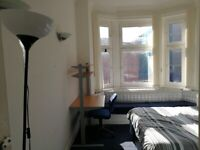 One Double Bedroom to Rent Flatshare G20 8ND in West End Near University of Glasgow