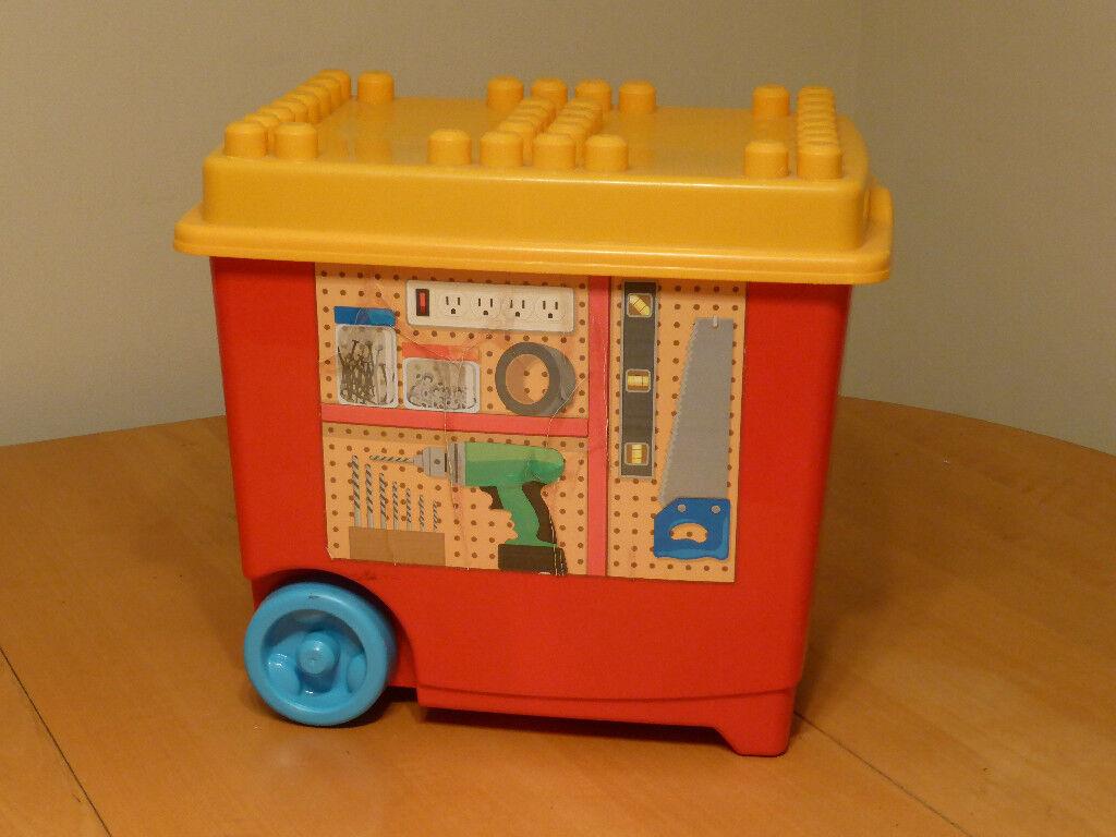 Plastic building blocks (Workstation base)