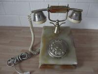 A working retro style telphone