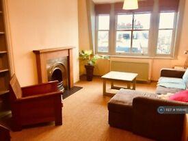 2 bedroom flat in Offord Road, London, N1 (2 bed) (#1158146)