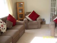Three Seater recliner Settee in Brown in a really good condition