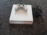 PS4 SLIM WHITE 500GB WITH 1 PAD AND LEADS