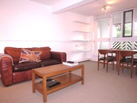 Bright and Airy 1 Double Bedroom Flat A Short Walk To Raynes Park Station, AVAILABLE NOW!!!