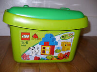 About 1kg of Lego Duplo bundle. 2 sets: 5416 (first version, complete) and number train 10558