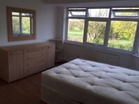 3 bed flat to rent - heathrow, bedfont, parking, fully furnished. 2 bathrooms